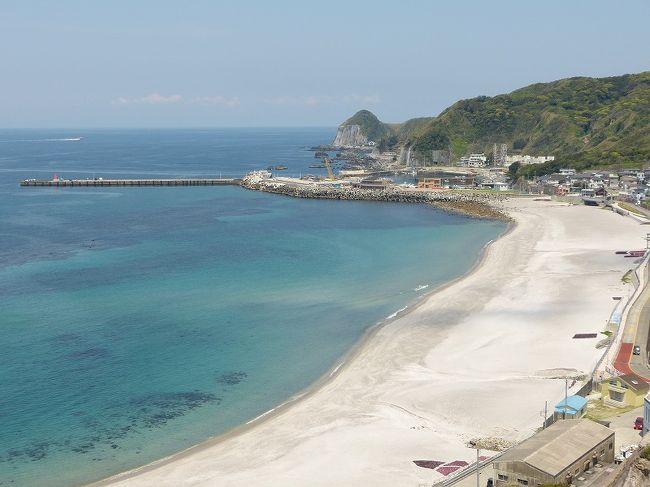 4月最後の週末は天気が安定して良さそうだったので、かねてから行きたいと思っていた伊豆諸島へ行くことにしました。どの島に行くか迷っていたところ、神津島観光協会のHPで天上山トレッキングツアーの企画を見つけたので、行先は神津島に決定!<br />壱岐に行って以来、3年ぶりの島旅です。