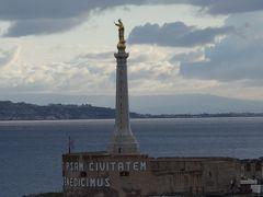 メッシーナの港に入港。シチリア初上陸です。どんなところかな。