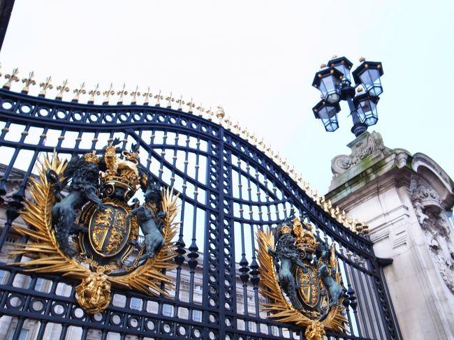 12月23日     《ロンドン市内観光》<br />          バッキンガム宮殿、大英博物館<br />          ウェストミンスター寺院△、ビックベン△<br />          タワーブリッジ△<br /><br />          ロンドン三越でショッピング<br /><br />          昼食は、フィッシュ&チップス<br /><br />          ロンドン市内自由行動<br /><br />          ヒースロー空港へ<br /><br />          JALヒースロー発が遅延<br /><br />