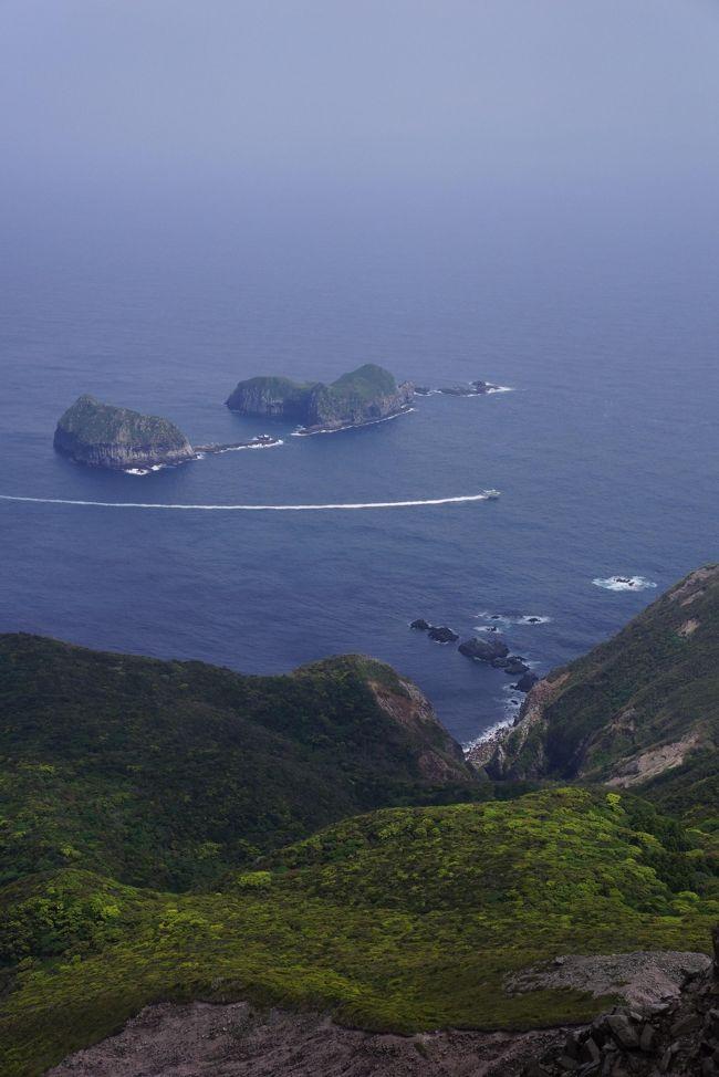 去年のゴールデンウィークは小笠原に行ったんだよな。<br />今年はどうしようかな〜と考えて・・やっぱり島に行きたい!<br />小笠原までいかなくても、船旅旅情も味わえる適度な距離の神津島に行ってきました。<br /><br />