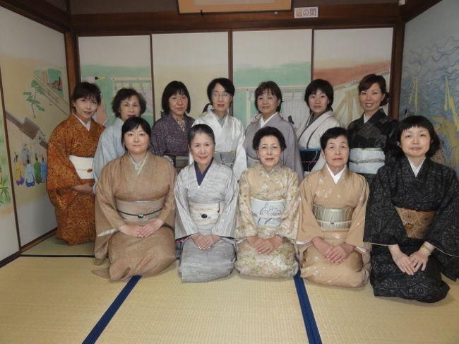 竹竹取翁博物館を訪問し別館のかぐや姫館でお茶を頂きながら玉井芳泉さん(染色作家)が描いた「竹取物語絵巻の襖絵」に話が弾み楽しいひとときを過ごしました。「かぐや姫サロンにて」