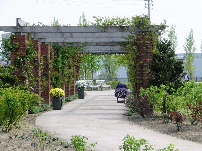 新潟に東北サファリの移動動物園が来た~<br />そうときたら行かなきゃねぇ~<br />てな訳で、見附市を初訪問。<br />移動動物園で癒された後は、見附イングリッシュガーデンでお散歩してきました。<br /><br />違うお花が楽しめる季節にイングリッシュガーデンを訪れるのも良さそうだ。<br /><br />動物とお花に癒された週末でした。