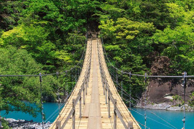 日本の絶景スポットの旅へ<br />今回は静岡にある寸又峡と三保の松原観光に行ってきました。<br />朝7:00神奈川の家を出発して、10:00位に寸又峡夢の大橋に到着。<br />