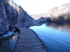 世界遺産プリトヴィッツェ国立公園の下湖群を散策