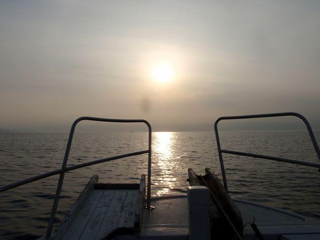 先月結構釣れたので、それに味をしめて京都 久美浜の船釣りに24日、出かけてきました。<br />この日は天気は良かったものの肝心の釣果は・・・・。<br />イルカの群れが入っていたのでそのせいかもしれんなせんが、釣友はクーラー一杯釣っていたのでやはり腕の差だと思います。<br />でも負け惜しみではありませんが、波もなく良い天気に恵まれリフレッシュできた一日でした。