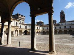 初夏の優雅な北イタリア旅行♪ Vol13(第2日目午後) ☆マントヴァ(Mantova):美しいカステッロ広場(Piazza Castello)を優雅に歩く♪
