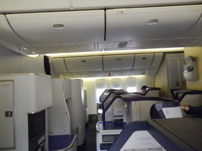 スタ・アラ世界一周AIRLINERでビジネスクラスRTWのPART-9は、<br /><br />最後の路線で仁川空港に着いた後、ギンポ空港へ移動、<br /><br />翌朝の一番のANA便で羽田空港に帰って来た。<br /><br />ボーイング777-300のスタガードの席です。<br />