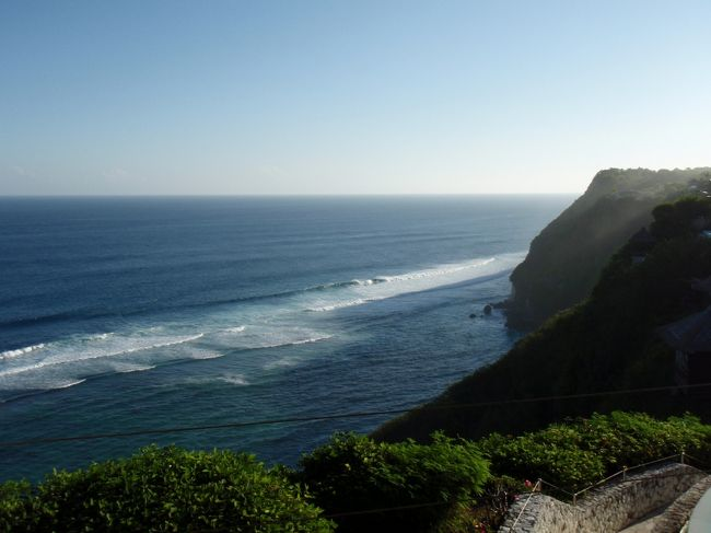 バリ島4回目の渡航です。<br />今回はテーマはウブドの魅力発見。<br /><br />でも、ビーチもやっぱりいいですね。<br /><br />ガネーシャバリツアーでカーチャーター10時間、<br />ショッピングと夕日の見えるスポットへ行ってきました。