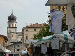 初夏の優雅な北イタリア旅行♪ Vol79(第6日目午前) ☆トレント(Trento)):朝から賑わう木曜市場を見学とショッピング♪