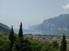初夏の優雅な北イタリア旅行♪ Vol81(第6日目午前) ☆トレント(Trento)から美しい山並みとガルダ湖を眺めながら専用車ベンツでマルチェジーネ(Malcesine)へGO!