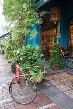 新嘉坡之旅(9)加東( カトン)でプラナカン建築の町並みを散策し、チリ・バディでニョニャ料理のディナーを楽しむ。
