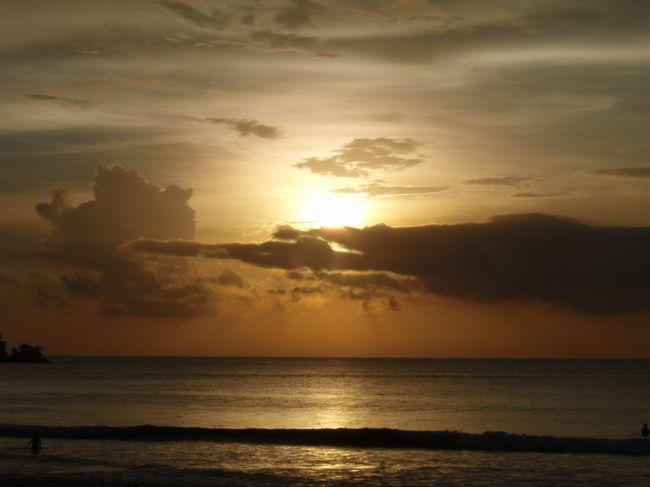ガルーダインドネシア航空乗継便でバリ島へ。<br />いつも直行便だったので、思ったよりきつかった。<br />11時成田発、デンパサール着夜12時。ホテルに着いたのは1時頃。<br />短い3泊5日でしたが楽しんできました。<br /><br />クプクプジンバランホテル3泊<br /><br />備忘録です。