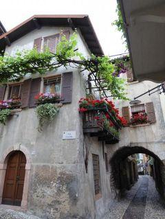 初夏の優雅な北イタリア旅行♪ Vol95(第7日目午前) ☆マルチェジーネ(Malcesine):雨の美しい旧市街内を歩いて港へ♪