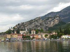 初夏の優雅な北イタリア旅行♪ Vol100(第7日目午前) ☆トルボーレ(Torbole):リモーネ・スル・ガルダ(Limone)からリーバ・デル・ガルダ(Liva)への高速船からトルボーレ(Torbole)を眺めて♪