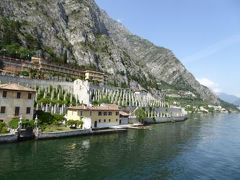 初夏の優雅な北イタリア旅行♪ Vol105(第7日目午後) ☆リーバ・デル・ガルダ(Liva del Garda)から高速船でマルチェジーネ(Malcesine)へ帰る♪途中美しいリモーネ・スル・ガルダ(Limone)を船上から眺めて♪