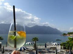 初夏の優雅な北イタリア旅行♪ Vol108(第7日目午後) ☆マルチェジーネ(Malcesine):リゾートホテル「Castello Lake Front」 ガルダ湖を眺めて優雅なアペリティフタイム♪