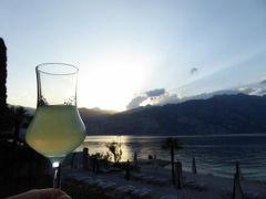 初夏の優雅な北イタリア旅行♪ Vol110(第7日目夜) ☆マルチェジーネ(Malcesine):リゾートホテル「Castello Lake Front」のレストランで絶景を眺めながらディナー♪