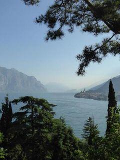 初夏の優雅な北イタリア旅行♪ Vol112(第8日目朝) ☆マルチェジーネ(Malcesine):早朝のマルチェジーネをウォーキングして絶景に出会う♪