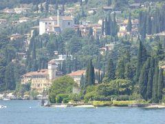 初夏の優雅な北イタリア旅行♪ Vol118(第8日目昼) ☆トッリ(Torri)から専用車ベンツまるごとカーフェリーでマデルノ(Maderno)へ♪