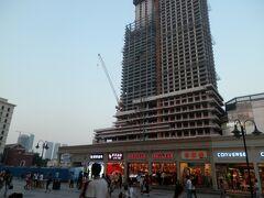 11水曜濱江道 廃屋ビルのままの利福広場