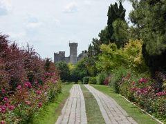 初夏の優雅な北イタリア旅行♪ Vol152(第10日目午後) ☆バレッジョ・サン・ミンチョ(Valeggio s.Mincio):憧れの庭園「Parco Sigurta Giardino」 スイレンの池とスカラ城を望むバラの道♪