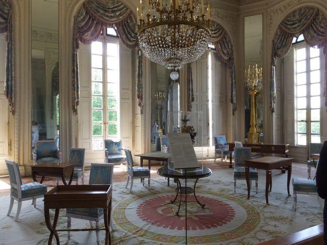 ベルサイユ到着後、庭園観光途中に、大トリアノン見学してきました。<br /><br />2014年6月6日 日本出国 バンコク・トランジット時にSPA YUKOでマッサージ後、バンコク出発<br />2014年6月7日~10日 ベルサイユ3泊 ベルサイユ宮殿・フォンテンヌブロー宮殿<br />2014年6月10日~14日 グラナダ4泊 アルハンブラ宮殿<br />2014年6月14日~17日 ローマ3泊  コロッセオ<br />2014年6月17日~20日 ウィーン3泊 シェーンブルン宮殿<br />2014年6月20日~21日 オーバーアマガウ1泊 リンダーホーフ城<br />2014年6月21日~23日 フュッセン2泊 ノイシュヴァンシュタイン城・ヘレンキームーゼー城<br />2014年6月24日~25日 バンコク1泊  SPA YUKOで、マッサージ<br />2014年6月26日 日本帰国