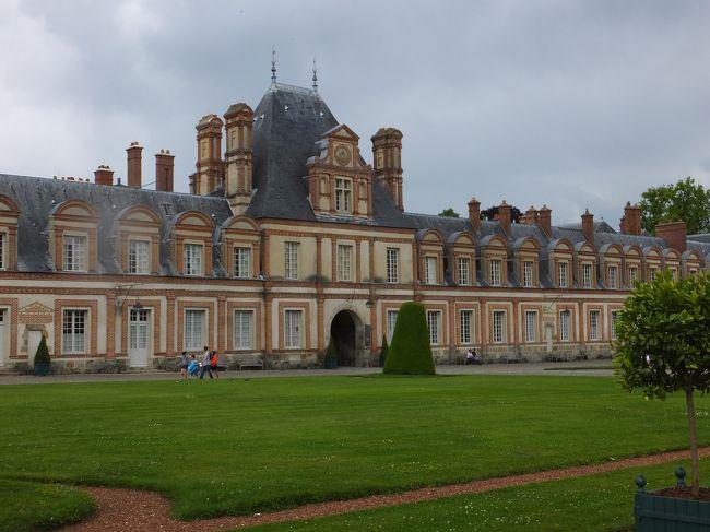 ベルサイユ3日目、フォンテーヌブロー宮殿観光。<br />ベルサイユ宮殿よりは、地味でしたが、見応えありました。<br />宮殿内部観光だけでも2~3時間必要ですね。<br />ここも丸1日がかりで、観賞・見学したほうが良いですね。<br /><br />2014年6月6日 日本出国 バンコク・トランジット時にSPA YUKOでマッサージ後、バンコク出発<br />2014年6月7日~10日 ベルサイユ3泊 ベルサイユ宮殿・フォンテンヌブロー宮殿<br />2014年6月10日~14日 グラナダ4泊 アルハンブラ宮殿<br />2014年6月14日~17日 ローマ3泊  コロッセオ<br />2014年6月17日~20日 ウィーン3泊 シェーンブルン宮殿<br />2014年6月20日~21日 オーバーアマガウ1泊 リンダーホーフ城<br />2014年6月21日~23日 フュッセン2泊 ノイシュヴァンシュタイン城・ヘレンキームーゼー城<br />2014年6月24日~25日 バンコク1泊  SPA YUKOで、マッサージ<br />2014年6月26日 日本帰国
