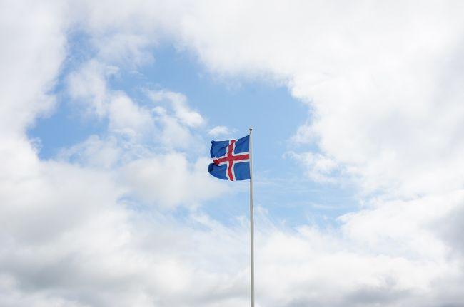 日本から遠く離れたアイスランドの地へ旅してきました。<br />朝7:30にレイキャビーク国際空港着でスタート。<br />2泊3日の週末旅行です。<br />アイスランドはガイドブックが少なく、情報収集に苦労し行く前はかなり不安でしたが、ガイドツアーが整備されていて、現地でも予定はアレンジできそうという印象を受けました。<br />街自体は大きくはなく、徒歩でも回ることができます。