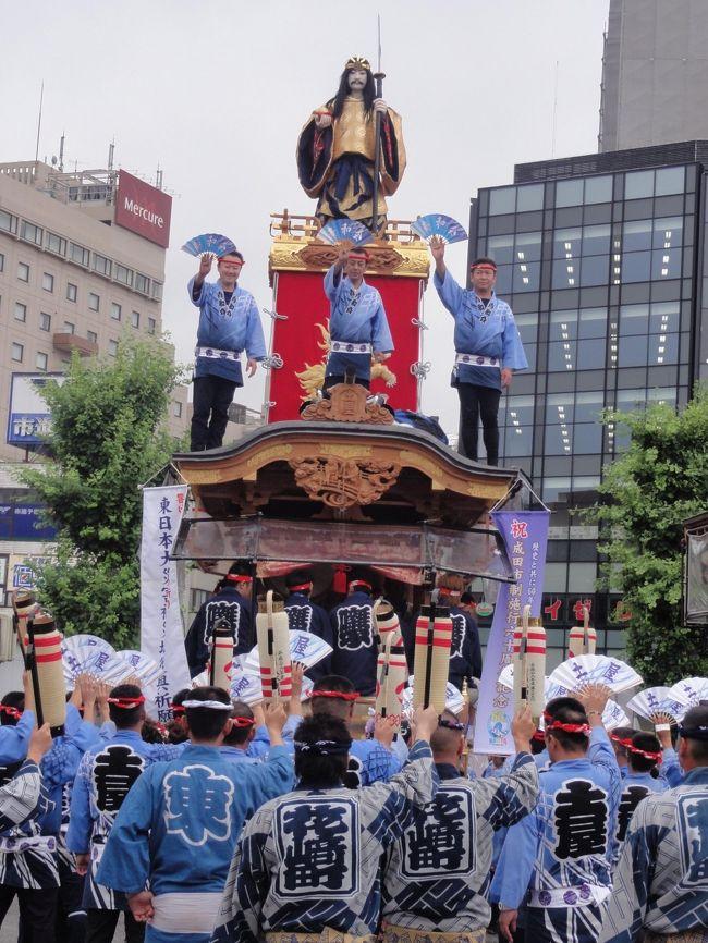 成田山のお祭りを久しぶりに見に行きました<br />7月4,5,6日3日間行われているのですが2日目・3日目連続見に行く羽目になりました<br />やはりお祭りはいいですね<br />やぐらの上の人形は電気仕掛けで上げたり下げたりするんですね<br />いろいろ見れて良かったです