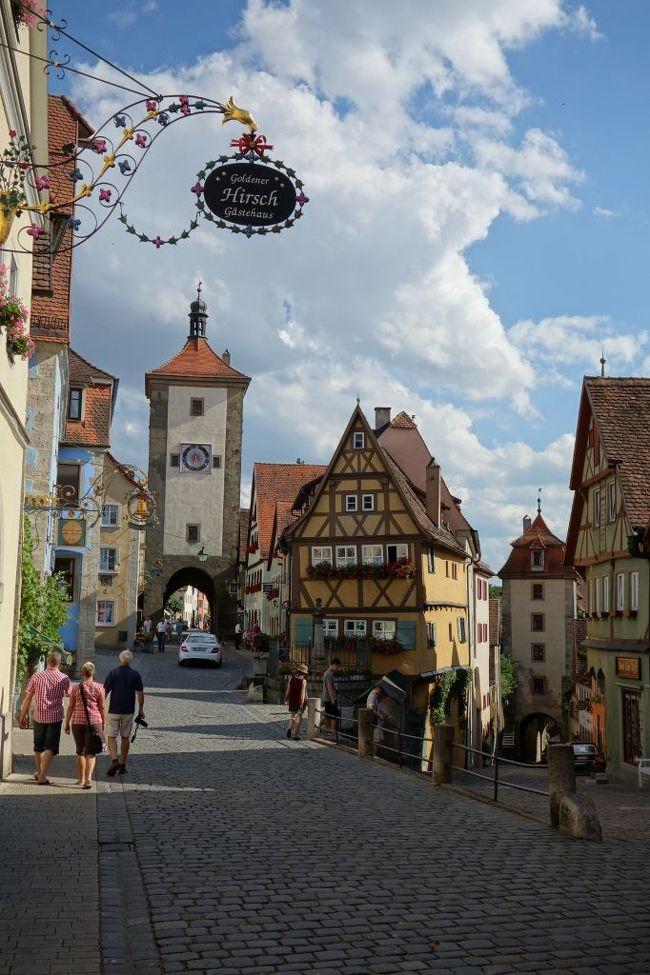 長女4歳、次女1歳8ヶ月を連れて家族4人でフランス・ドイツに行ってきました。<br /><br />1:往路<br />2:パリ市内観光<br />3:ディズニーランドパリ<br />4:パリ・移動・ストラスブール<br />5:コルマール・移動<br />6:ハイデルベルク・ヒルシュホルン<br />7:モースバッハ、バート・ヴィンプフェン<br />8・ローテンブルク<br />9:ヴュルツブルク・復路<br /><br />の9冊建てでお送りします。