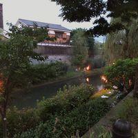 京都伏見 十石船が進む濠川に篝火が灯る