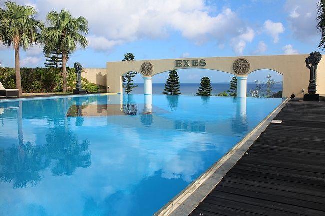 真夏の沖縄2日目から3連泊するのはエグゼス。<br />かりゆし系のホテルで隣接するかりゆしビーチホテルの施設も使えます。<br /><br />なんとハイシーズンなのにかなりの激安での宿泊です。<br /><br />お値段気になります?<br />家族4人と言っても次男は無料ですが、24日(木)と25日(金)は1泊朝食付きで36,286円(大人2名25,920円+小学生10,368円)。<br />26日(土)は、66,528円(大人2名47,520円+小学生19,008円)。<br />土曜日はリッツの方が安かったのですが、3連泊しないとFAN-CARD特典が得られないので、ちょっと割高でしたが他の2泊が激安だったのでね。<br />今回も一休より予約。<br />いつもお世話になってます♪<br /><br />