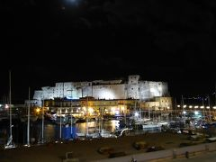 真夏の優雅な南イタリア旅行 ナポリ×プーリア州♪ Vol2(第1日目夜) ☆ナポリ(Napoli):久しぶりの「Grand Hotel Santa Lucia」のジュニアスイートルームから卵城を眺めて♪