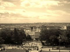 パリの町とルーブル美術館