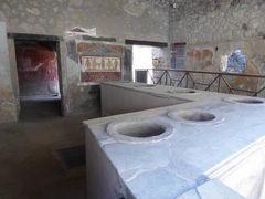 真夏の優雅な南イタリア旅行 ナポリ×プーリア州♪ Vol8(第2日目午前) ☆ポンペイ(Pompei):商店や邸宅など古代ローマ時代を見つめて♪