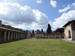 真夏の優雅な南イタリア旅行 ナポリ×プーリア州♪ Vol9(第2日目午前) ☆ポンペイ(Pompei):古代ローマの浴場「Terme Stabiane」を眺めて♪