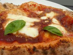 真夏の優雅な南イタリア旅行 Napoli×Puglia♪ Vol14(第2日目昼) ☆ナポリ(Napoli):スパッカ・ナポリ(Spacca Napoli)でピザを頂く♪