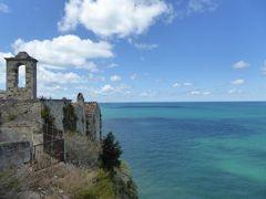 真夏の優雅な南イタリア旅行 Napoli×Puglia♪ Vol23(第3日目昼) ☆ペスキチ(Peschici):古城の岬から青いアドリア海を眺めて♪