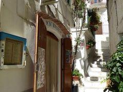 真夏の優雅な南イタリア旅行 Napoli×Puglia♪ Vol24(第3日目昼) ☆ペスキチ(Peschici):人気リストランテ「La Taverna」で絶品のウニたっぷりスパゲティを堪能♪