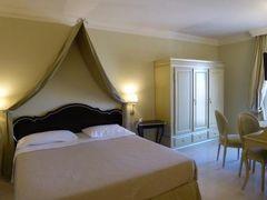 真夏の優雅な南イタリア旅行 Napoli×Puglia♪ Vol30(第3日目午後) ☆ビエステ(Vieste):高級ホテル「Palace Hotel Vieste」の優雅なジュニアスイートルーム♪
