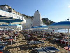 真夏の優雅な南イタリア旅行 Napoli×Puglia♪ Vol53(第5日目朝) ☆ビエステ(Vieste):南側のビーチで優雅な散歩♪