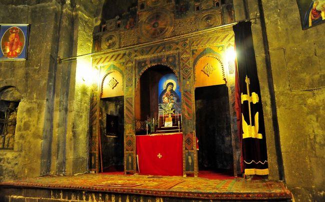 この旅行5日目。<br />グルジアの首都トビリシを発ち、陸路国境を越え、アルメニアに入りました。<br />世界遺産ハフパット修道院を見学したあと、<br />コーカサス地方最大の湖セバン湖に来ました。<br />セバン湖は標高1900m、面積は琵琶湖の約2倍です。<br /><br />ここではセバン湖に突き出た岬にある9世紀創建の二つの修道院を見学します。<br />この後、アルメニアの首都エレバンのホテルに向かいます。<br />(ブログのナンバーは、旅程の順と一致していません)