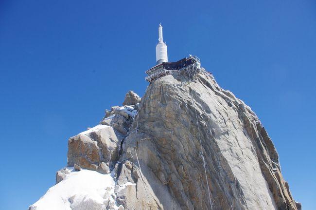 アルプス三大名峰を巡る旅<br />6/30<br />6日目~<br /><br />スイスからフランスへ<br /><br />アルプス三大名峰<br />今回の旅<br />第一弾世界遺産ユングフラウ、第二弾マッターホルン<br />に次ぐ第三弾は<br />ヨーロッパ最高峰のモンブランへ<br /><br />7/1<br />7日目早朝<br />モンブランのモルゲンロートを仰ぐ<br /><br />
