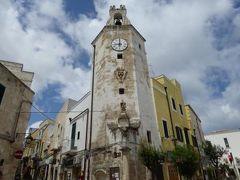 真夏の優雅な南イタリア旅行 Napoli×Puglia♪ Vol82(第7日目昼) ☆モノポリ(Monopoli):旧市街を優雅に歩く♪素敵な広場「Piazza Garibaldi」と時計塔♪