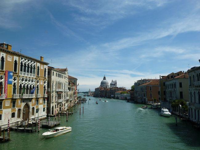 ヴェネツィアとフィレンツェのふらりと入って美味しかったお店、普通のお店、…なお店もすべて旅の思い出。若い夫婦の食の記録です。<br /><br />参考までに。<br />アルコール、ほとんど飲みません。<br />たまには奮発していいレストランで!は旅ではやりません。旅での夕食の予算、一人30ユーロです。<br />デザート、比較的摂取する傾向。<br /><br />ちなみに旅のスケジュールはこちら↓<br />3泊ヴェネツィア(メストレ駅前)<br />初日は移動のみ<br />観光1日目・・・ヴェネツィア中心部の散歩(ほぼ大雨)<br />観光2日目・・・日帰りフィレンツェ(午前大雨)<br />観光3日目・・・午前ヴェネツィア(アカデミア橋周辺)の散歩、午後のフライトで出発<br /><br />お役に立つようであればお気軽に「いいね」を!<br />ポチっといただけると励みになります☆