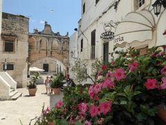 真夏の優雅な南イタリア旅行 Napoli×Puglia♪ Vol109(第8日目昼) ☆オストゥーニ(Ostuni):Cattedrale前の素敵な広場とPalazzo Vescovile♪