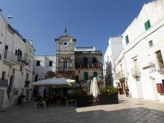 真夏の優雅な南イタリア旅行 Napoli×Puglia♪ Vol126(第9日目午前) ☆チステルニーノ(Cisternino):美しい旧市街を歩いて♪可愛い広場「Piazza Vittorio Emanuele」と時計塔♪