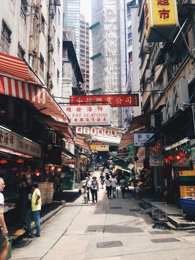 現在、父が香港の近くで単身赴任をしているので<br />会いに行く口実で母と一緒に旅行してきました。<br /><br />2日目のこの日は香港島へ渡り、街歩きを楽しんだり<br />ピークトラムに乗ってヴィクトリアピークへ行きます。<br /><br />夜はまた九龍に戻り、オープントップバスに乗り<br />海鮮料理を食べにいきました。<br /><br />やっぱり今日も食べてばかり。