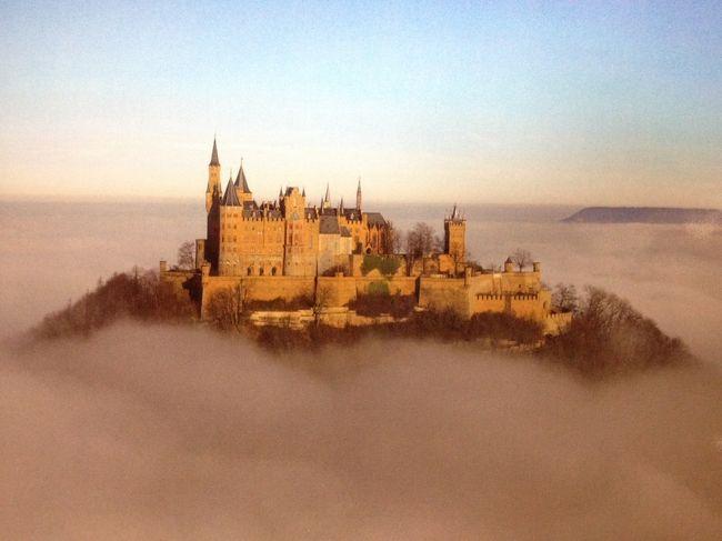 ドイツ旅行38日間一人旅の記録です。<br />メインは城と宮殿。<br /><br />いよいよ旅も残すところあと僅か。<br />テュービンゲンを拠点として、この日はホーエンツォレルン城へ行ってきました。<br />ドイツ南部シュヴァーベン高原に名門ホーエンツォレルン家が築いたこの城は、ドイツ3大美城の一つにもなっています。(他はノイシュヴァンシュタイン城、エルツ城。これで全部制覇しました!)<br /><br /><br />全旅行期間2013年5月21日〜6月27日