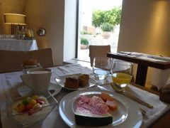 真夏の優雅な南イタリア旅行 Napoli×Puglia♪ Vol161(第10日目朝) ☆オストゥーニ(Ostuni):ホテル「La Sommita Relais」の優雅な朝食♪